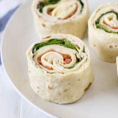 Turkey Roll Ups with lettuce, tomato, Swiss cheese, and cranberry cream cheese are sliced crosswise and set on a plate. This is a copycat version of the roll ups available at Costco. Meat Appetizers, Appetizer Recipes, Tortilla Roll Ups Appetizers, Tortilla Pinwheels, Pinwheel Appetizers, Lunch Recipes, Turkey Roll Ups, Ham Roll Ups, Turkey Wraps