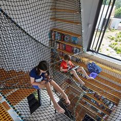 Australian architect Andrew Maynard used a net to build an extra level in this house extension in Victoria, creating extra space above a study for the client's children to read and relax. See similar projects like this on dezeen.com/tag/nets #architecture #nets #children #play Photograph by Peter Bennetts.