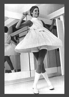 Mini Skirts Photo: This Photo was uploaded by Swinging_Sixties. Find other Mini Skirts pictures and photos or upload your own with Photobucket f. Sixties Fashion, 60 Fashion, Fashion History, Retro Fashion, Vintage Fashion, Costume Année 60, Estilo Mod, 1960s Dresses, Girls Slip