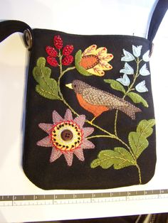 repurposed her flower and vase project into a needle case.her gorgeous stitching, h Penny Rug Patterns, Wool Applique Patterns, Felt Patterns, Felt Applique, Print Patterns, Wool Embroidery, Embroidery Designs, Felt Gifts, Felted Wool Crafts