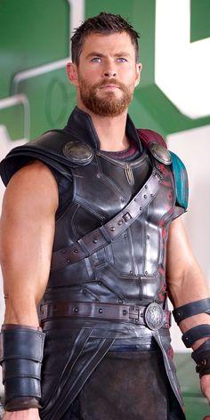 Chris Hemsworth as Thor Marvel Comics, Marvel Dc, Marvel Heroes, Loki Wallpaper, Avengers Wallpaper, Mobile Wallpaper, Chris Hemsworth Thor, Boys Lindos, Thor Cosplay