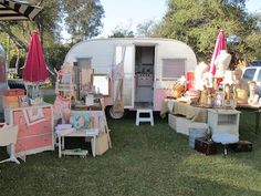 The Vintage Marketplace March 2012 Bliss Lounge a great pop-up-shop idea! Retro Campers, Rv Campers, Happy Campers, Vintage Campers, Camping Vintage, Pink Trailer, Little Trailer, Boutique Mobiles, A Boutique