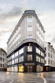 Louis Vuitton otevřel ve Vídni třípatrový obchod. Kdy se podobného dočká i Praha? Old House Design, Classic House Design, Classical Architecture, Facade Architecture, Facade Design, Exterior Design, Luxury Penthouse, Whatsapp Wallpaper, Luxury Store