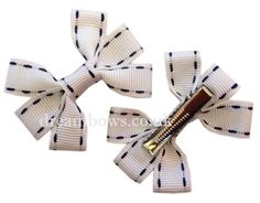 White and black grosgrain ribbon hair bows on alligator clips - www.dreambows.co.uk #hairbows #ribbonbows
