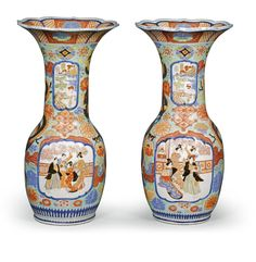 A PAIR OF JAPANESE VASES LATE 19TH CENTURY