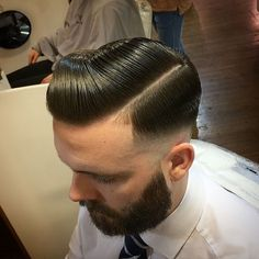 Hard part fade combed to the side slicked Slick Hairstyles, Classic Hairstyles, Fancy Hairstyles, Hairstyles For Round Faces, Hairstyles Haircuts, Hair Men Style, Hair And Beard Styles, Hair Styles, Great Haircuts