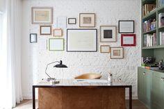 Bureau avec mur en brique dans une maison aménagé dans un architecte.