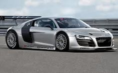 Audi R8 Boosting round the track!