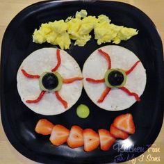 Kitchen Fun With My 3 Sons: Eerie Eyeball Bagels made with The Laughing Cow Cream Cheese & Thomas Bagel Thins!