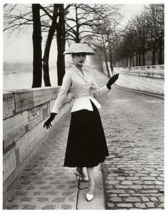 1940's Fashion - Womens Dress Style after the War | Glamourdaze