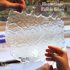 Homemade Edible Glass - fun edible science for kids from Go Science Girls girl Sugar Glass : Edible Science for Kids - Go Science Girls Kitchen Science, Science Party, Preschool Science, Science Fair, Science For Kids, Summer Science, Physical Science, Science Cells, Science Chemistry