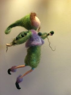 Needle felted elf Waldorf inspired Wool Fairy Green di DreamsLab3