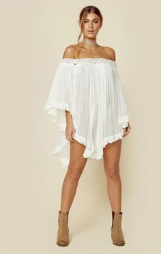 Jen's Pirate Booty's Wild Flower Tunic can be worn on or off the shoulder and features the brand's signature cotton gauze fabrication with crochet details. White Fashion, Boho Fashion, Girl Fashion, Fashion Trends, Corsage, Chic Outfits, Pretty Outfits, Kaftan Pattern, White Boho Dress