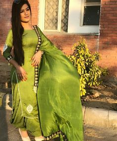 deol Best Indian salwar Click visit link to see Punjabi Fashion, Indian Bridal Fashion, Ethnic Fashion, Women's Fashion, Indian Suits, Indian Dresses, Indian Wear, Shadi Dresses, Punjabi Girls
