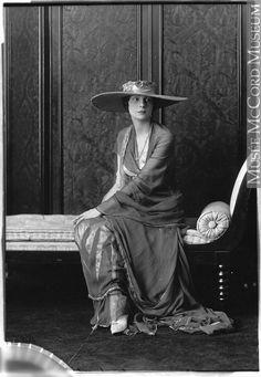 Miss L. Charles, Montreal, QC, 1918, II-225963 © McCord Museum