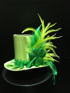 Cute Green Satin St Patrick's Day Mini Top Hat by daisyleedesign St Patricks Day Hut, Saint Patricks, San Patrick Day, St Patrick's Day Costumes, Costume Ideas, St Patrick's Day Decorations, Crazy Hats, St Paddys Day, Lace Headbands