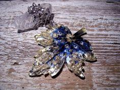 Gioielli artistici unici. Handmade unique jewelry. isabellejewels.com Collana realizzata a mano in resina con inclusione di zirconi, foglia argento. Montatura in argento 925.  #resin #jewels #jewellry #art #artist #artwork #arts #design #fashion #look #gioielli #jewelry #jewellery #jewels #necklace #collana #look #designers #love #nature #natura #beautiful #beauty #arts #arte #artistic #creative #fashion #style #italy #italia #stilish #design