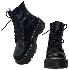 I want to talk about some shoes that will make our outfits always look modern and chic without any effort. We can call them our joker shoes. Of course, they are our indispensable black boots! Style Converse, Converse Outfits, Preppy Essentials, Dr Shoes, Me Too Shoes, Mode Emo, Neue Outfits, Grunge Outfits, Cool Outfits