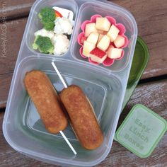 Baked GF corn dogs made using a Wilton Twinkie Pan! @keeleymcguireblog // EasyLunchboxes school lunch