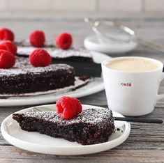MARENGS MED MØRK SJOKOLADE OG MANDLER | TRINES MATBLOGG Panna Cotta, Cheesecake, Pudding, Ethnic Recipes, Desserts, Food, Tailgate Desserts, Dulce De Leche, Deserts