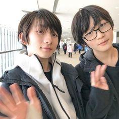 TOKYO ✈︎ TAIPEI 英亜「3週間くらい東京で過ごして、ほとんどレッスンだったんだけど、移動してる時とかに声をかけてくれる人がいて、たくさんの人と握手したりして、すごいうれしかったです。」 英蘭「今日台湾に行きます。もっともっと歌とダンスが上手くなるように練習します。 じゃぁ、バイバイ👋」 Korea Boy, Ulzzang Boy, Kids And Parenting, Cute Boys, Twins, My Favorite Things, Dancers, People, Baby