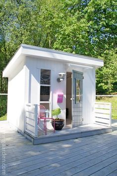 【離れの遊び心スペース】コーナーに作り込まれた可愛らしいスモールダイニング | 住宅デザイン