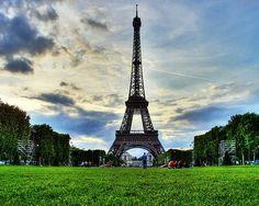 La torre Eiffel , tuve la oportunidad de verla , pero escogí quedarme en disney land. No me arrepiento de mi decision.