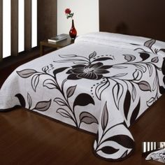 biela prikryvka na postel s hnedym kvetovym vzorom Fabric Paint Designs, Bed Sets, Bed Covers, Bed Spreads, Bedding Sets, Quilts, Pillows, Bedroom, Luxury