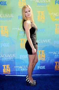 Avril Lavigne Via: http://www.classybro.com/