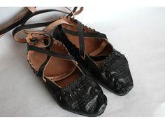 Folk shoes from Lipton, Slovakia Mountain Climbing Gear, Folk Costume, Costumes, Character Inspiration, Footwear, Lipton, Mocassins, Leather, History