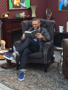 Julian Edelman of the New England Patriots relaxing with a good book New England Patriots Football, Patriots Fans, Julian Edelman Baby, Julian Edleman, Boston Sports, Football Season, Football Players, Football Team, Bear Men