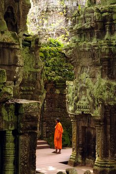 NPS_8174 by nomadpicturestudios, via Flickr (Cambodia) Beautiful Places In The World, Oh The Places You'll Go, Wonderful Places, Places Around The World, Ta Prohm, Laos, Phnom Penh, Famous Places, Angkor Wat