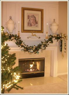 Inspiring Holiday Fireplace Mantel Decorating Ideas_32