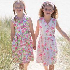 Λατρέυουμε τα φλαμίγκο! φόρεμα διπλής όψης από 100% οργανικό βαμβάκι, από την Kite Clothing. http://www.babymou.gr/home/1157-reversible-flamingo-dress-kite.html
