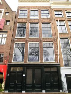 Anne Frank Huis, Amsterdam [ photo by Andrew Watts ]