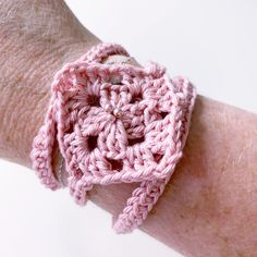 Grannie Square Wrap Bracelet New Project Ideas, Easy Projects, Double Crochet, Single Crochet, Stocking Fillers, Sewing A Button, Seed Beads, Crochet Necklace, Wraps
