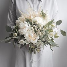 Dial the drama up Dial the drama up a notch with your wedding bouquet by incorporating lush floral e White Wedding Flowers, Bridal Flowers, Floral Wedding, Bride Bouquets, Floral Bouquets, Floral Flowers, Peonies Centerpiece, Before Wedding, White Peonies