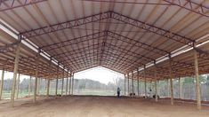 Building A House Cost, Building A Pole Barn, Metal Building Homes, Steel Trusses, Roof Trusses, Diy Projects Garage, Barn Layout, Roof Truss Design, Cattle Barn