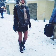 Huge scarf will do the trick even on snowiest days. #fashion #furtrim #dufflecoat #hugescarf #crossbodybag #cognacpants #color #cognac #ridingboots #streetstyle #tallinnstreetstyle #TSS