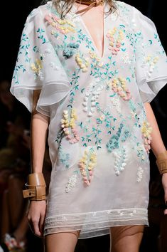 >> A mix of well-known and lesser-known designers ◇ haute couture ◇ fashion week and outlandish fashion in different colors ☼ Haute Couture Style, Couture Mode, Couture Fashion, Fashion Week, Fashion 2020, Runway Fashion, High Fashion, Fashion Show, Milan Fashion
