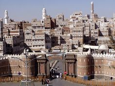 The Gate of Yemen is the most important in the medieval wall that surrounds the old city of Sana'a. From this spot, the old city with its tower houses and multiple minarets truly seems right out of a story from the Thousand and One Nights. Islamic City, Amazing Buildings, Grand Mosque, In Ancient Times, Mountain Landscape, Old City, World Heritage Sites, San Francisco Skyline, Places To See