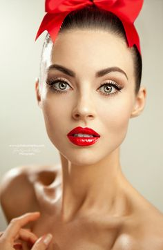 Neutral makeup, red lips.