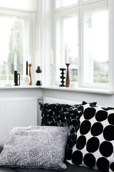 black and white pillows and candleholders Marimekko Finland Decor, House Design, Black And White Pillows, Home Living Room, Home Accessories, Interior, Home, House Interior, Interior Design