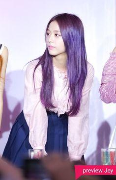 """Ese pelo es horrible como ella xdxdxdxdxd Los que no saben, tengo este tablero de Black Pink aunque las odio, en todos lados me conocen como """"la que odia a Blackpink"""" AJAJAJAJAJA Yo Kwonie odio a BP y mas a Jisoo porque la shippean con mi bebe SeokJin"""