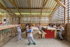 al borde + taller general elevate a lunchroom using functional legs in suburban ecuadorian community Sustainability Projects, Equador, Lunch Room, Habitats, Competition, Architecture, Design, Thesis, Parents