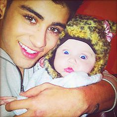 zayn and that precious baby with amazingly freakout eyes ..hehe :)