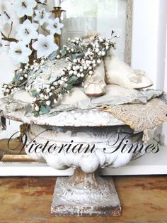 Victorian Times Garden Urns, Eat Pray Love, Antique Christmas, French Farmhouse, Vintage Flowers, Flower Crown, Shabby Chic, Victorian, Table Decorations