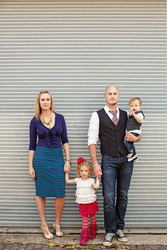 family pictures- love the outfits!: Bobbi & Mike Photography