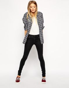 Easy Weekend Outfit - Plaid Shirt, White Tee, Black Skinny Jeans, Sneakers