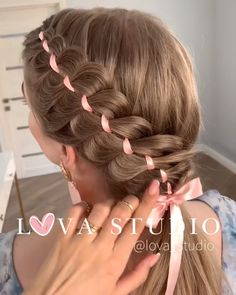46 Glam Updo Ideas For Long Hair & Tutorials Do you wanna learn how to styling your own hair? Well, just visit our web site to seeing more amazing video tutorials! Little Girl Hairstyles, Pretty Hairstyles, Braided Hairstyles, Popular Hairstyles, Medium Hairstyle, Black Hairstyle, Hairstyles With Ponytails, Hairstyle Ideas, Mexican Hairstyles